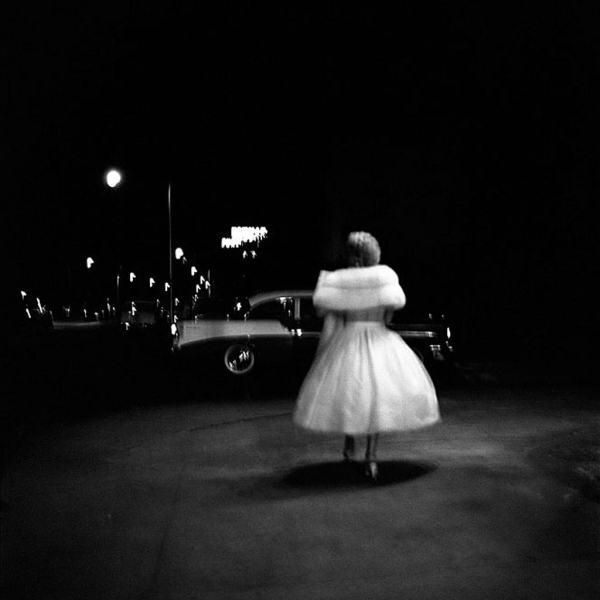 Vivian-Maier-Woman-in-white-dress-walking-to-the-car-1024-postbit-2264
