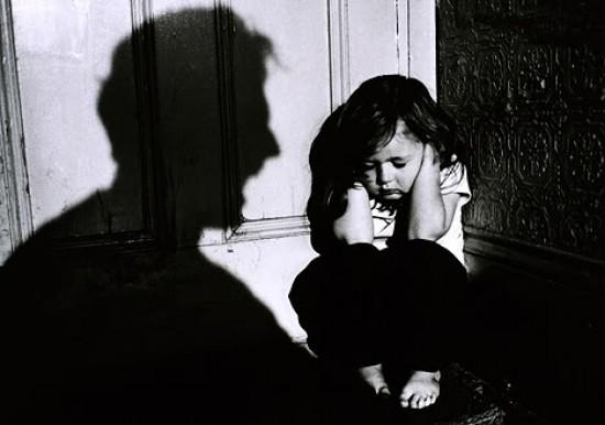 κακοποίηση_παιδιών_261111-e1322347581443