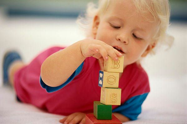 Toddler playing with blocks Model Release: Yes Property Release: Yes Orientation: Horizontal (Newscom TagID: pascreatas007522)     [Photo via Newscom]