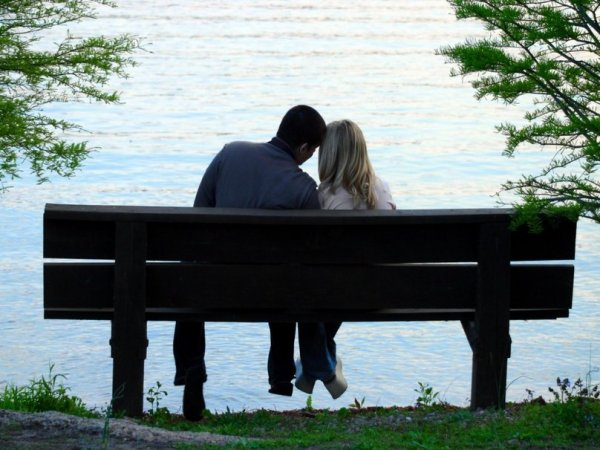 242789__romantic-couple-in-the-park_p