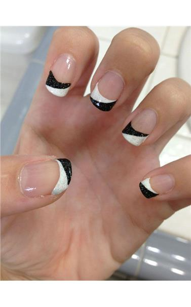 22127386_Black_and_White_French_Manicure_Design.limghandler