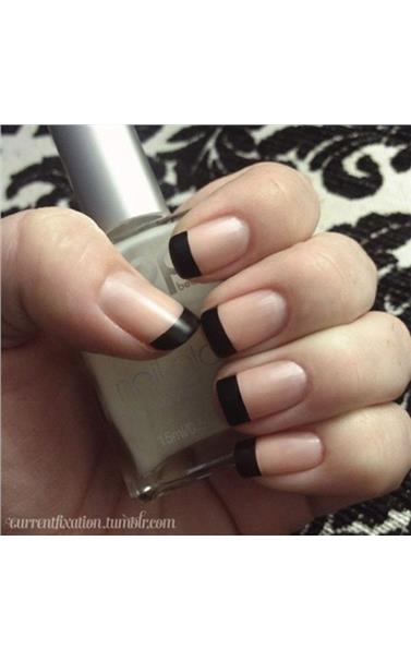 22127395_22_Black_French_Manicure.limghandler