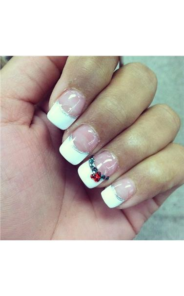 22127401_39_Christmas_time_French_tips.limghandler