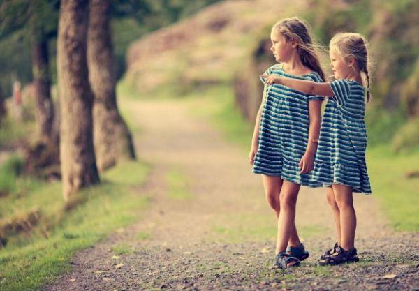 girls-friendship-hd-wallpaper