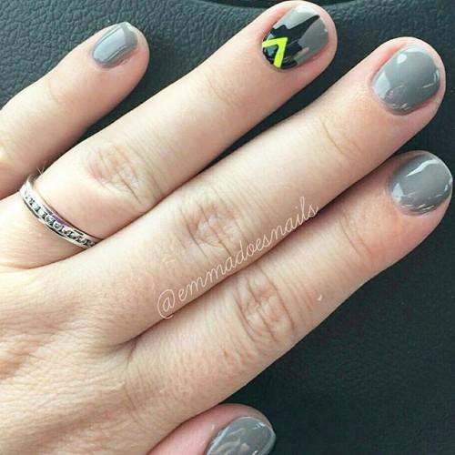 gray-nails-3-500x500