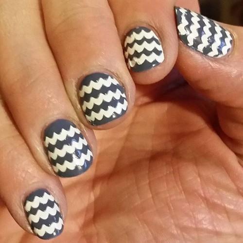 gray-nails-4-500x500