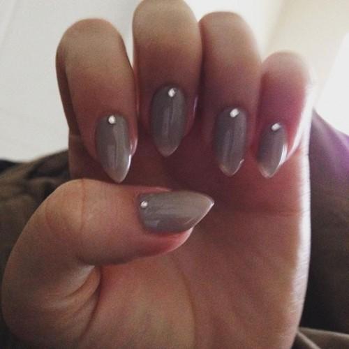gray-nails-8-500x500